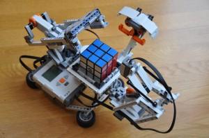 macchina che risolve il cubo