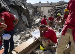 Amatrice, 24 agosto 2016 (AP Photo/Emilio Fraile)